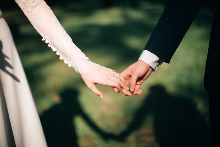 Doskonałe suknie ślubne 2021 – na jakie postawić?